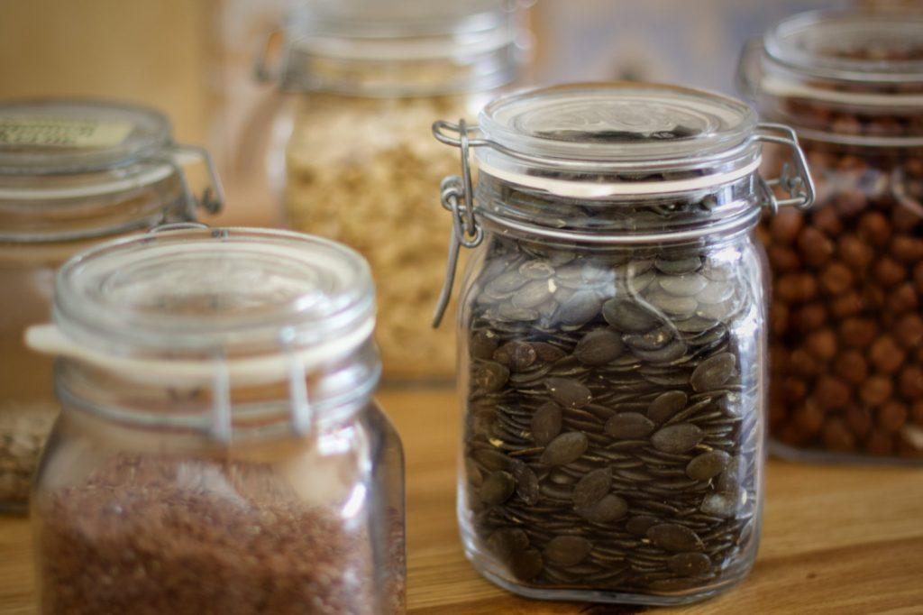 Lebensmittel Lager Nüsse und Saaten